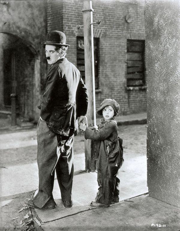 Charlie Chaplin et Jackie Coogan dans The Kid (1921)