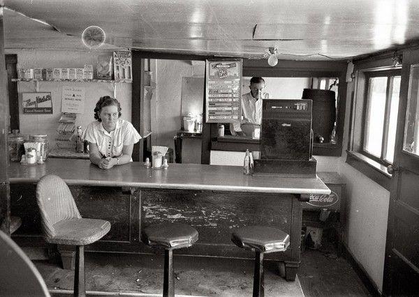 Bars, restaurants ... Ee06346c