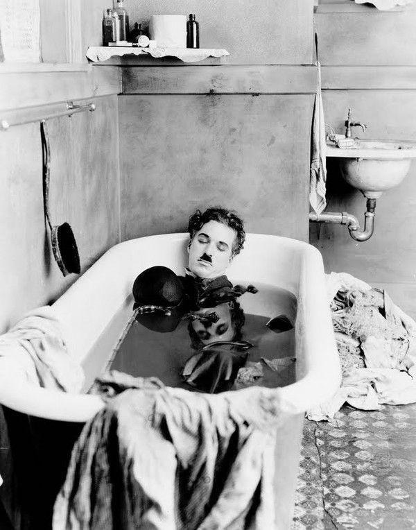 Charlie Chaplin sur le tournage de Jour de paie (1922)