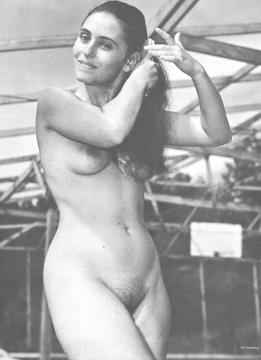 Ализе голая на море а также пикантные фото с концертов